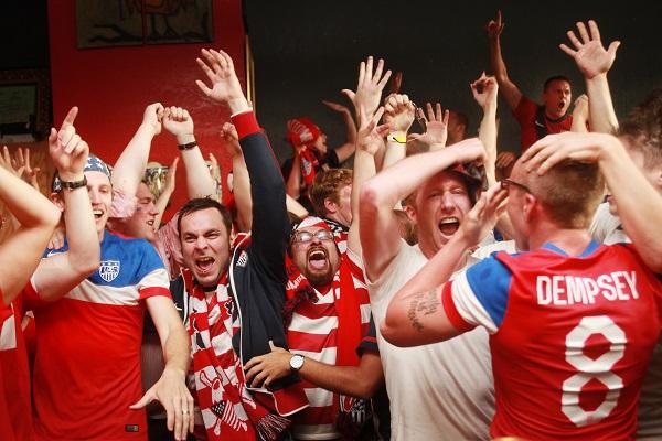 the_highbury_soccer_fans